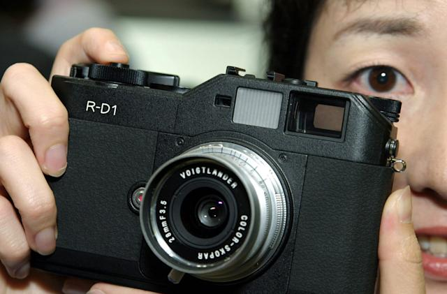 A brief history of mirrorless cameras