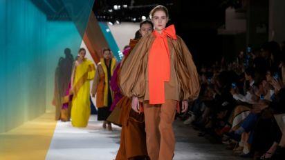 """De Roksanda a Kane, a moda """"made in London"""" domina a Semana de Moda"""