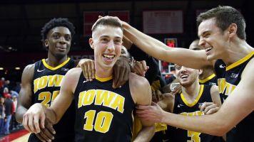 No. 21 Iowa steals win with insane buzzer-beater