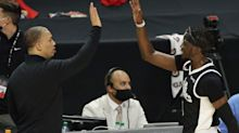 Clippers' Game 3 adjustments vs. Suns started with Tyronn Lue calling players after plane ride
