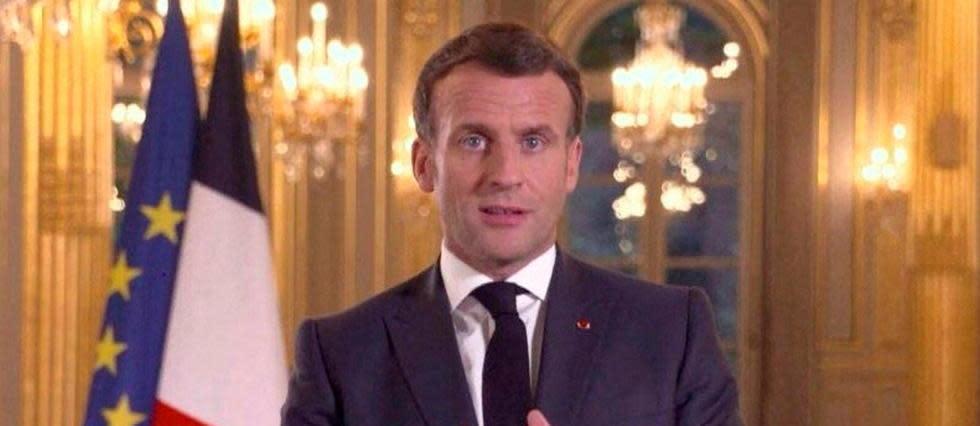 «Plus de bleu sur le terrain»: Macron promet plus de policiers en 2022