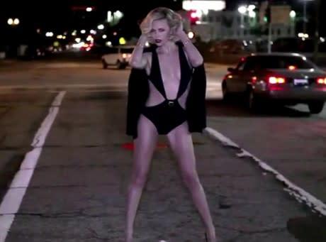 Charlize Theron Ultra Hot Pour Vanity Fair Elle Révèle