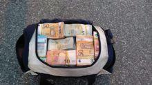 Aveva un milione di euro in auto, denunciato uomo nella Locride