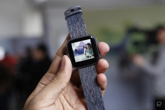 Así es de cerca Versa, el nuevo smartwatch de Fitbit para las masas