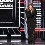 Kelly Clarkson Calls for Gun Control at Billboard Music Awards: 'I'm So Sick of Moments of Silence!' (Watch)