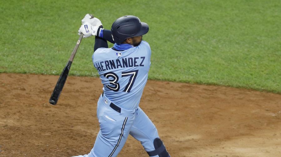 Blue Jays sign Hernandez, Stripling to one-year deals