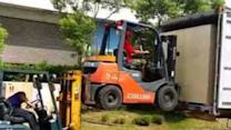 Taiwanese Movers Use Forklift to Lift Forklift