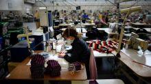 """Surproduction de masques:il faut """"privilégier les masques fabriqués par les entreprises françaises"""" explique une organisation professionnelle du textile"""