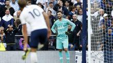 VIDÉO - Premier League : Hugo Lloris tente de dribbler un joueur... et se prend un but