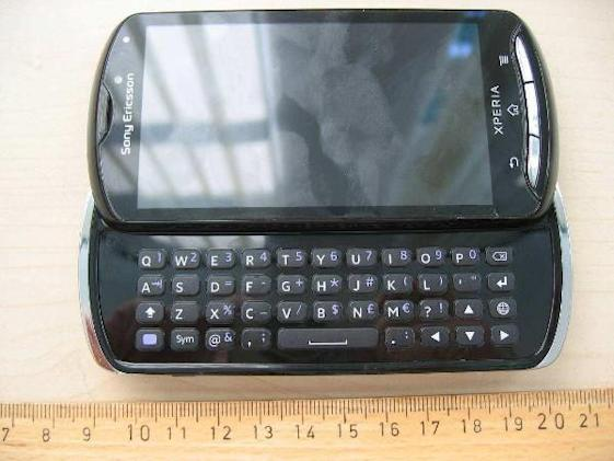 Sony Ericsson Xperia Pro slides through the FCC, gets turned inside out