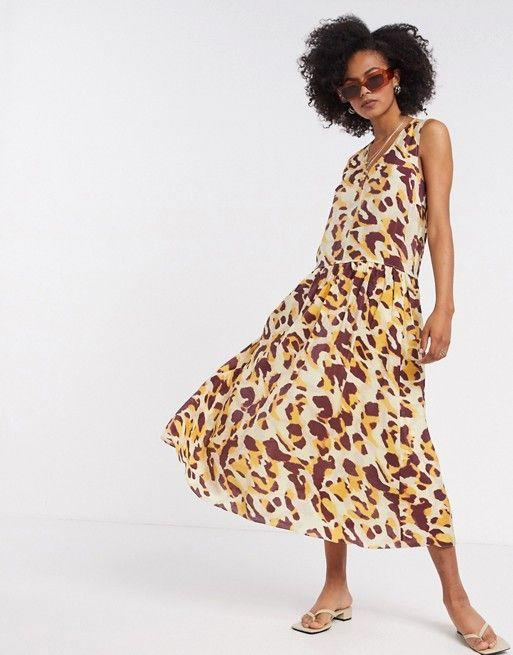 """<p><strong>In Wear</strong></p><p>us.asos.com</p><p><strong>$127.00</strong></p><p><a href=""""https://go.redirectingat.com?id=74968X1596630&url=https%3A%2F%2Fwww.asos.com%2Fus%2Fin-wear%2Finwear-printed-maxi-dress-in-yelow%2Fprd%2F20830195&sref=https%3A%2F%2Fwww.cosmopolitan.com%2Fstyle-beauty%2Ffashion%2Fg33577039%2Fhouse-dress-trend%2F"""" rel=""""nofollow noopener"""" target=""""_blank"""" data-ylk=""""slk:Shop Now"""" class=""""link rapid-noclick-resp"""">Shop Now</a></p><p>Opt for a bold print and sleeveless silhouette when the temps are still hot outside. </p>"""