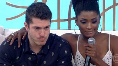 Caio Paduan chora ao falar sobre racismo