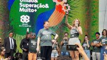 """Silvio Santos discursa em festa no SBT: """"Que esta família se torne numerosa"""""""