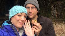 Mulher usa o próprio anel de noivado por um ano sem saber