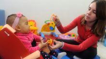 Cadeira capaz de corrigir postura de crianças é distribuída de graça em SP