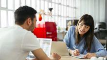 Flirter avec ses collègues permettrait de « réduire le stress »