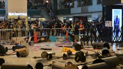 Manifestantes de Hong Kong ocupan centro comercial pero no logran perturbar aeropuerto