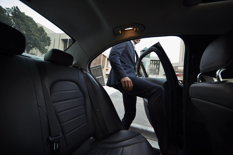 uber les 45 objets les plus insolites oubli s dans les voitures en 2017. Black Bedroom Furniture Sets. Home Design Ideas