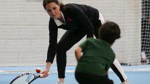 Herzogin Kate spielt Tennis mit Kids