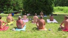 裸體跳彈床活動 巴黎進入天體新世代