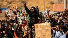Rund tausend Flüchtlinge demonstrieren auf Lesbos für Freiheit