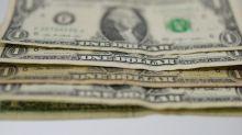 Dólar encosta em R$ 3,74 e tem maior valorização semanal em um ano