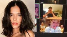 Bruna Marquezine é surpreendida com festa de aniversário virtual e chora