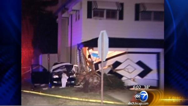 Car crashes into house in Oak Lawn, killing driver; Niles crash also leaves driver dead