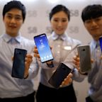 Twitter data shows Samsung users are happier with their phones than iPhone users