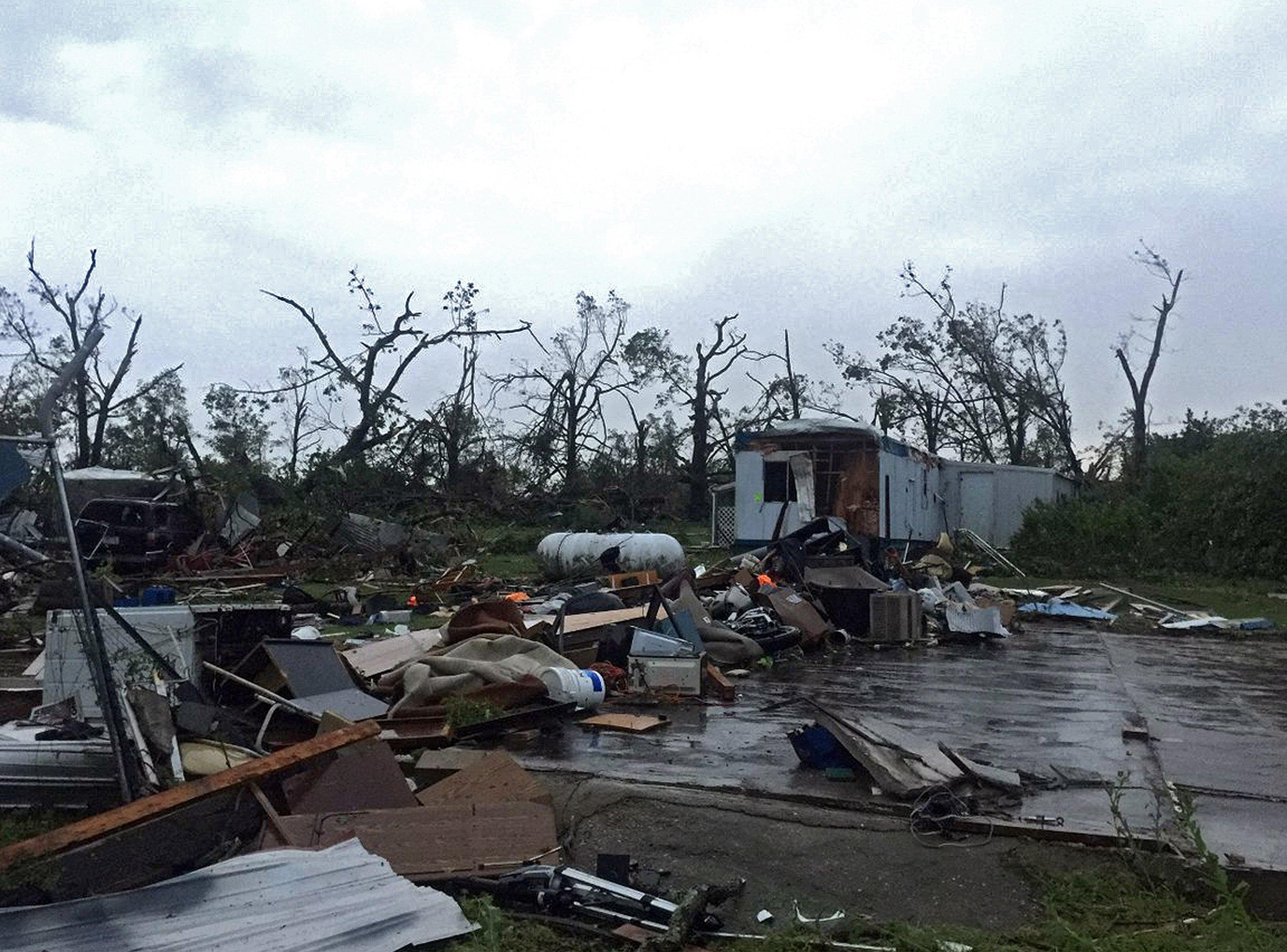 Marvelous Husband And Wife Killed In Missouri Tornado The Home Is Home Interior And Landscaping Oversignezvosmurscom