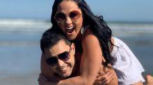 Graciele Lacerda canta para Zezé Di Camargo no Dia dos Namorados
