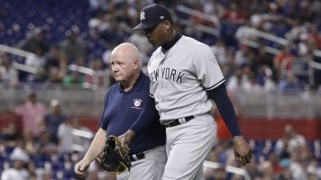 Chapman exits game as knee pain flares up
