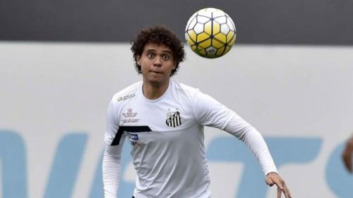 Ferraz fica fora de mais um treino, mas pode reforçar Santos no domingo