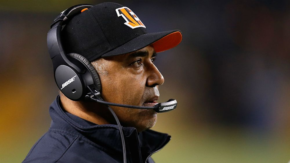 Bengals sign head coach Lewis to two-year extension