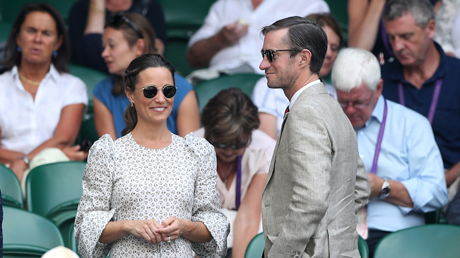 Pippa Middleton 'gives birth to baby boy'