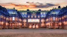 """Arriva a Versailles in taxi ed entra nella Reggia: """"Sono il re"""". Arrestato"""