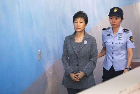 South Korean ousted leader Park Geun-hye arrives at a court in Seoul