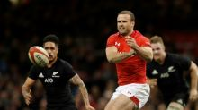 Wales centre Roberts joins Dragons