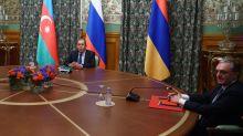Azerbaiyán y Armenia acuerdan un alto el fuego humanitario en Nagorno Karabaj