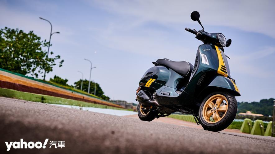 自由誠可貴的二輪時光機!2020 Vespa GTS 300 Racing Sixties城郊試駕! - 2