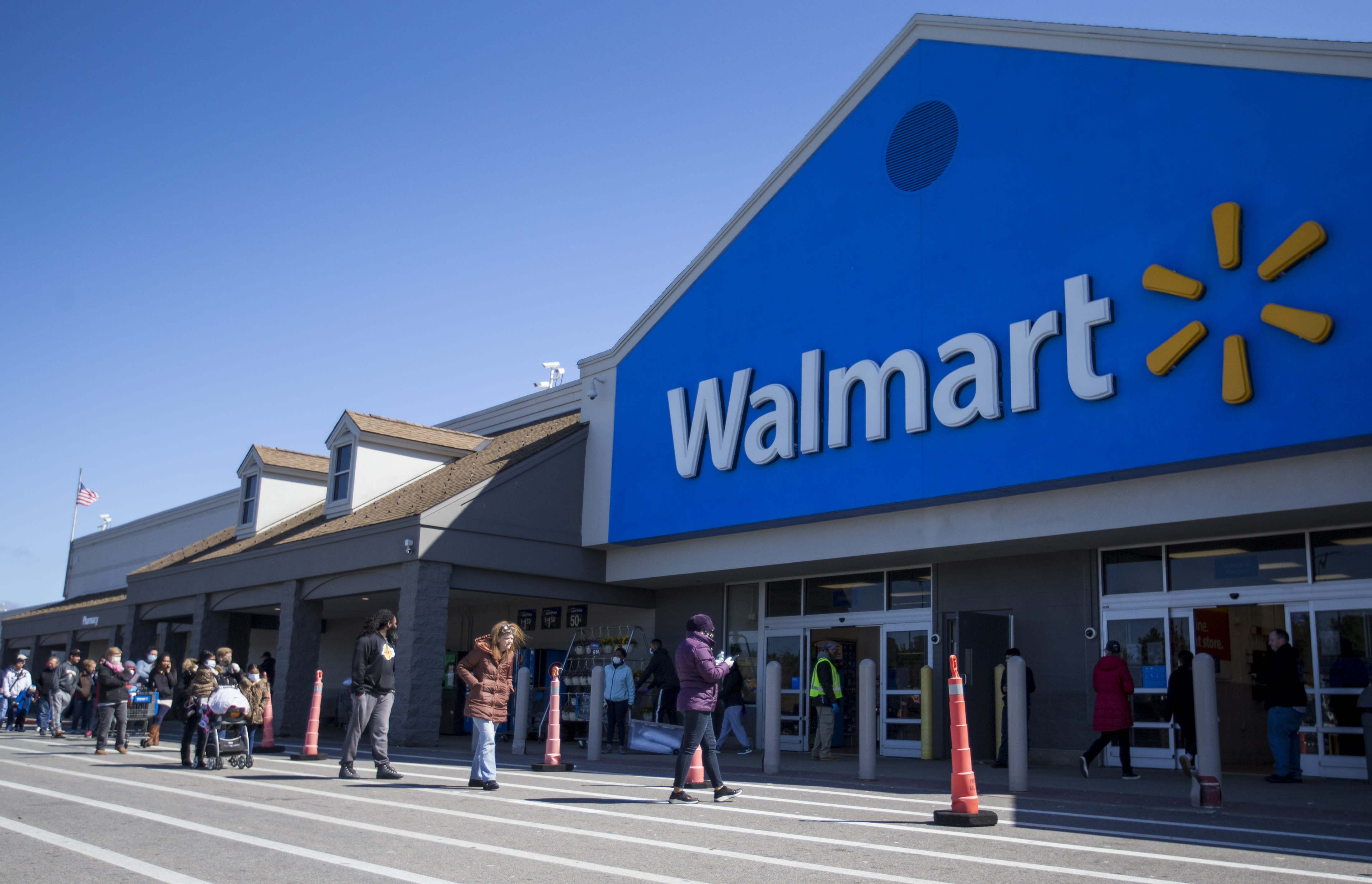 Walmart Q1 boosted by 74% surge in online coronavirus buying, sales jump 10%