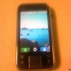 Motorola Sage spotted in the wild, Mr. Blurrycam claims there's QWERTY on board