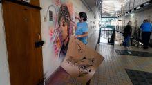 """A Fresnes, C215 peint les portraits d'anciens détenus célèbres pour """"humaniser la prison"""""""