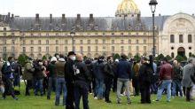 Covid-19 : des patrons de bars manifestent à Paris contre les nouvelles restrictions