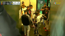 Eduardo Núñez hugs teammates after hearing he was traded to Red Sox
