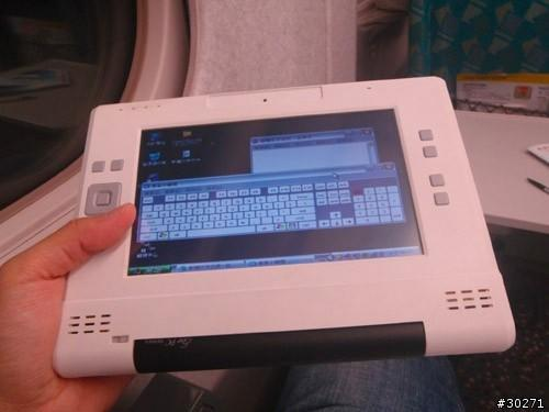 Eee PC 701 prototype UMPC mod spotted, photographed, lusted after