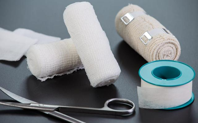 Color-changing bandages detect and treat drug-resistant infections