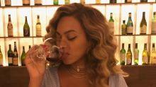 Foto de Beyoncé tomando vinho causa polêmica e gera debate nas redes sociais
