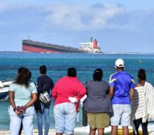 Mauritius oil spill: Fears vessel may 'break in two' as cracks appear