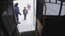 Bus driver rescues young siblings found wandering in snowy, 18-degree day